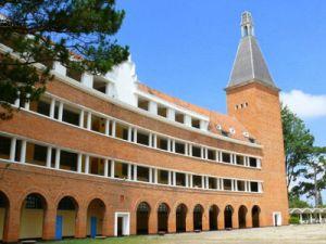 Du lịch Đà Lạt - Ghé thăm ngôi trường có nét kiến trúc độc đáo