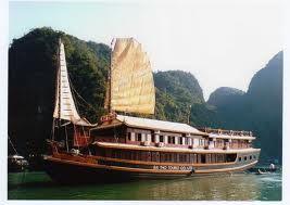 Du lịch Hạ Long: Du thuyền Bài Thơ