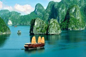 Vịnh Hạ Long - Người Việt nên đến ít nhất một lần trong đời